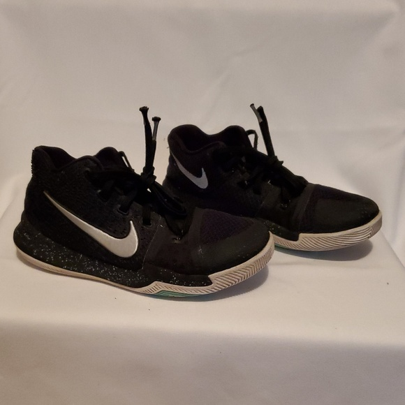 Nike Kyrie Irving Boys Size 3y Shoes In